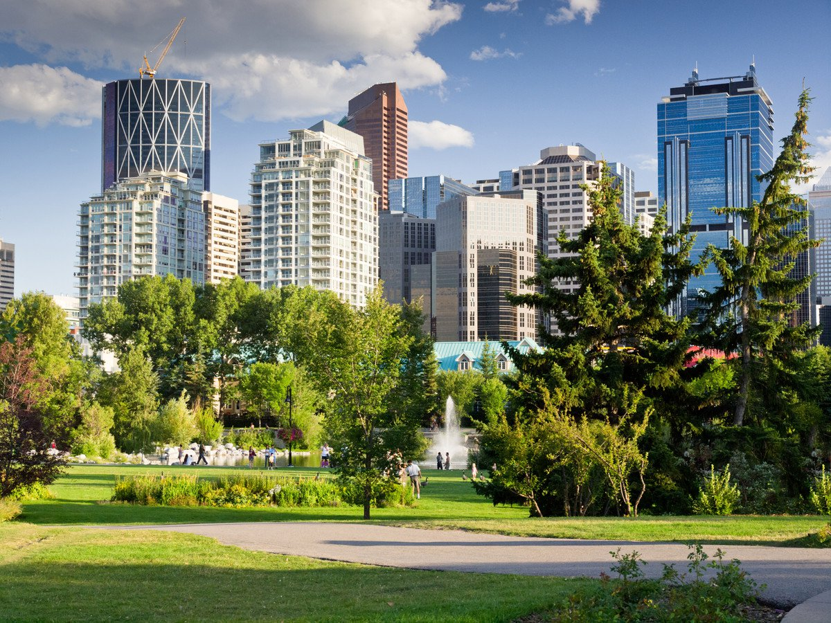 GREAT OPPORTUNITIES TO LIVE AND WORK IN CANADA
