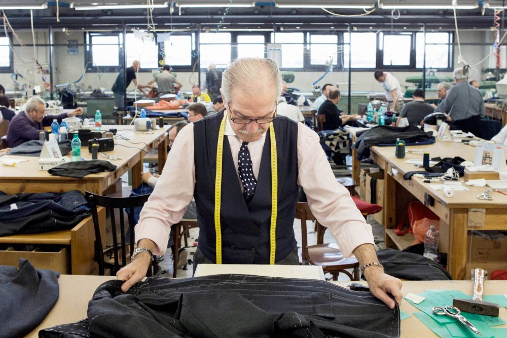 (7) Old-Time Jobs that are making a comeback in Canada (Carpenter, Butcher, Barber, Tailor, Bartender, Cabinet Maker, Seamstress)